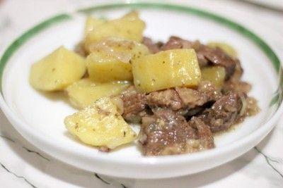 Баранина, тушкована з картоплею