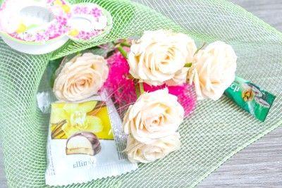 Квітковий букет для співробітниць на чашечку кави