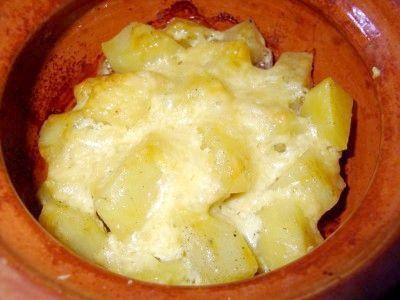 М`ясо з картоплею і грибами в горщиках в духовці