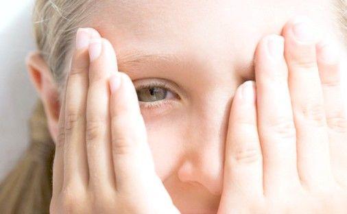 у дитини болить голова причини
