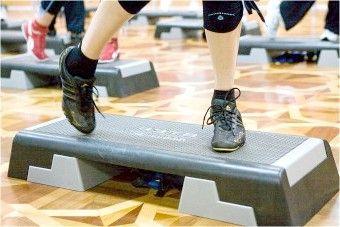 Вправи на степ платформі: спалюємо жир будинку