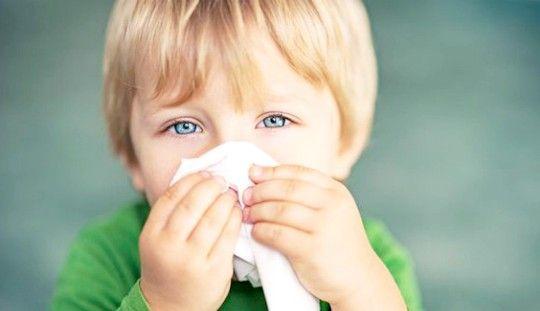 Зелені соплі у дитини: як лікувати